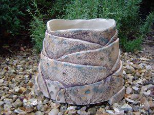 Round planter, Layers